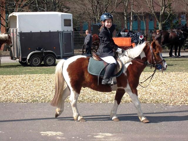Pony_mit_Kind[1]