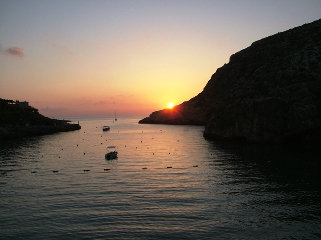Sunset-Xlendi-Bay