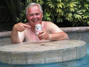 Bier im Pool - das geht nur ganz privat