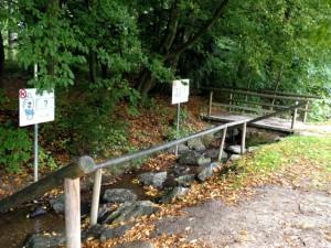 bad-woerishofen-tretbecken im fluss