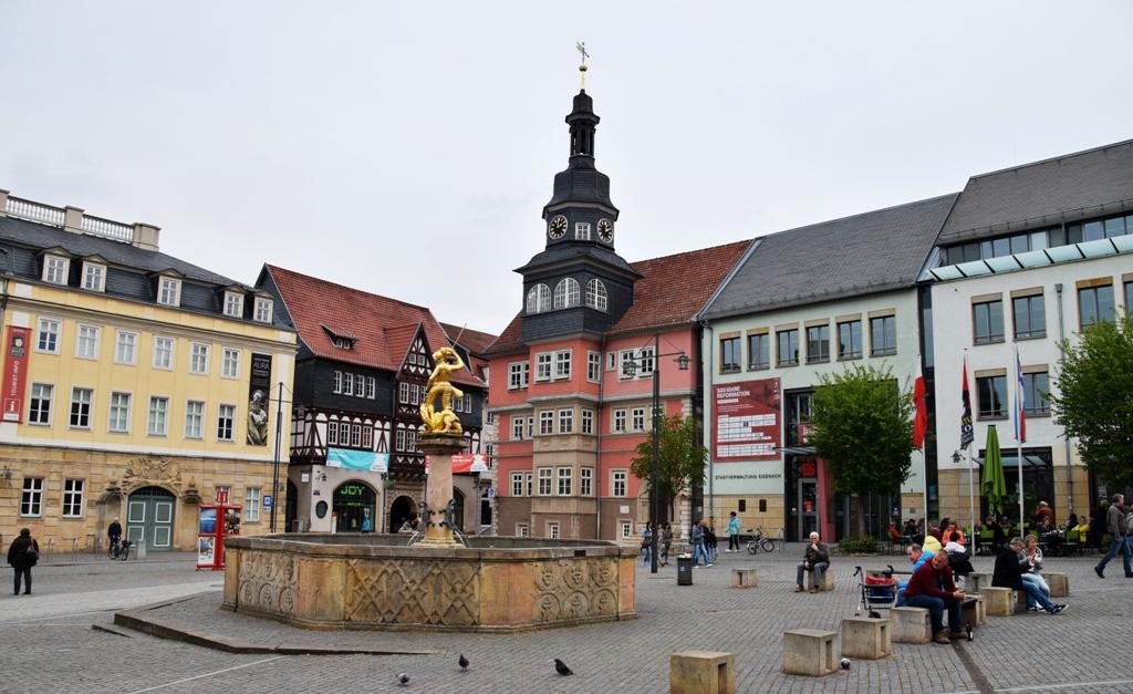 Eisenach-Rathaus-Schloss-Georgsbrunnen