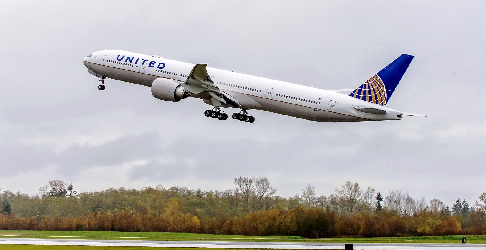 777-300ER UAL #1453-WE751