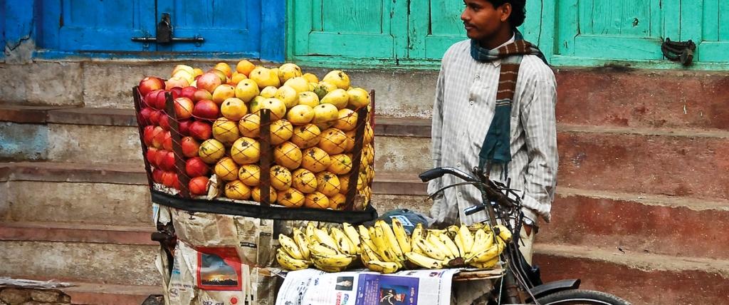 NEWS_Intrepid_india_local-seller_bike_credit Hamish Cattell