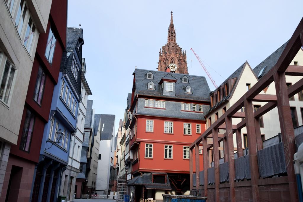 Rotes_Haus_und_Schirn