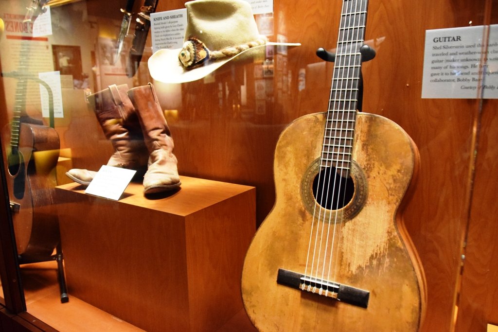 CMHOF_Boots_Hut_Gitarre