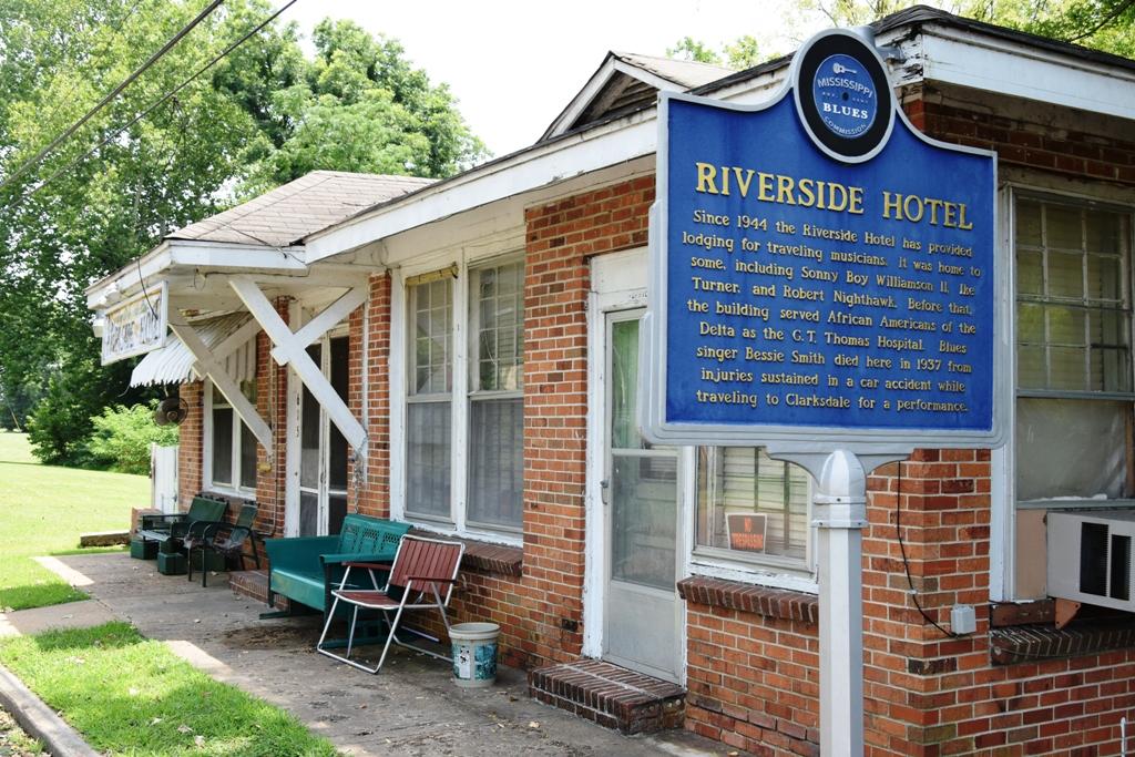 RIVERSIDE_HOTEL_CLARKSDALE