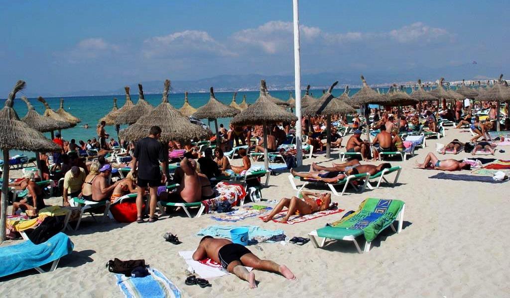 Massentourismus am Strand Mallorca-Foto GOB
