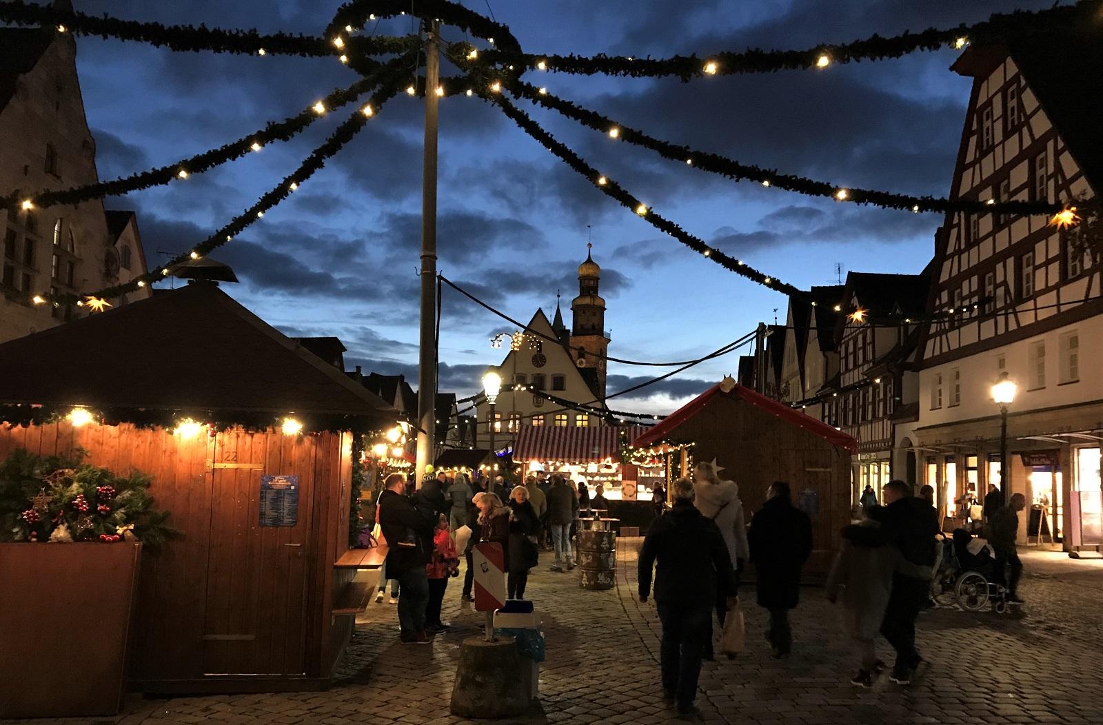 LAUF-Weihnachtsmarkt-Daemmerung-TITEL