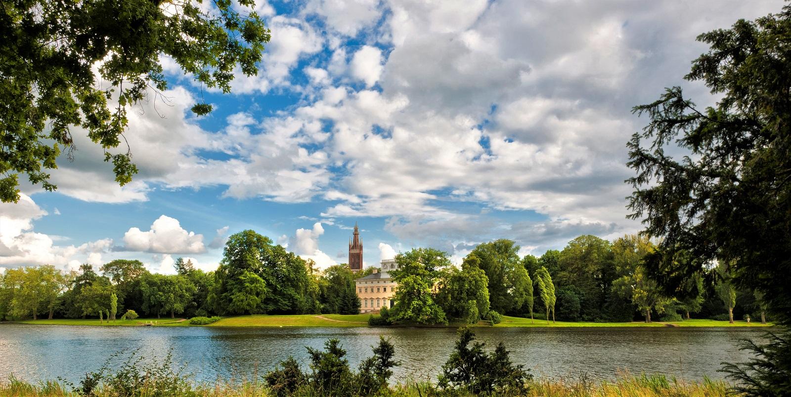 Gartenreich Welterbe – Wörlitz Schloss und Kirche über See