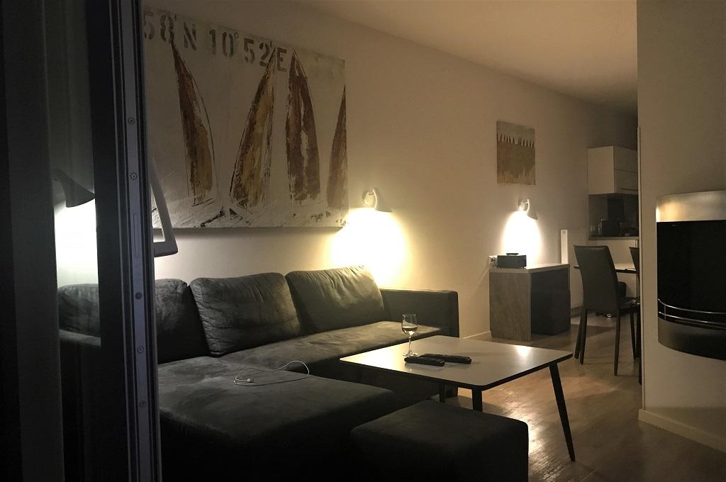 Wohnung-abends-vom-Balkon