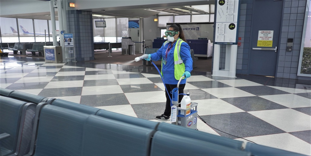 K-Elektrostatisches Sprayen mit CloroxT360 am Flughafen Chocago O'Hare – Foto United Airlines